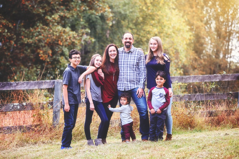 Family Photographer, family of 7 standing together